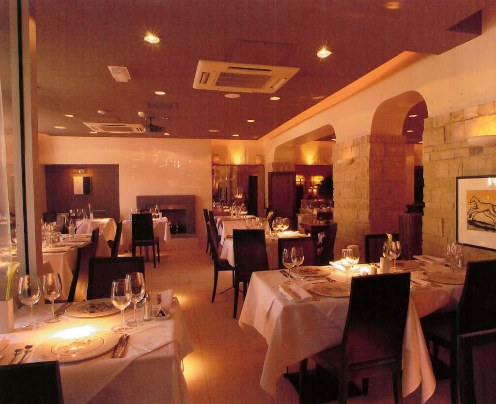 Louis restaurant internal photo with restaurant set for dinner service